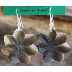 Boucles d'oreilles nacre de Tahiti (petite fleur) N°12