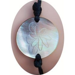 Bracelet nacre motif fleur de plumeria