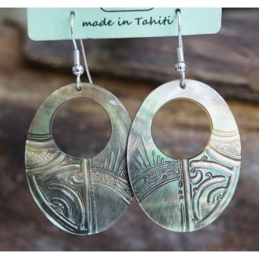 Boucle d'oreille ovale percee nacre de Tahiti