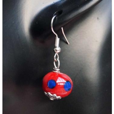 Boucle d'oreille en verre filé rouge
