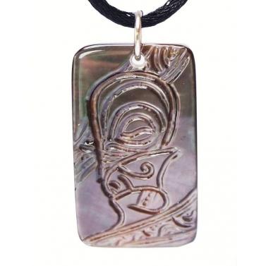 pendentif plaque Tahitienne