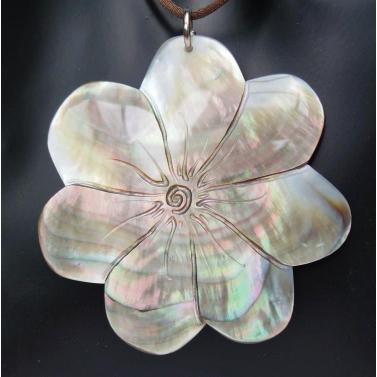 Nacre de Tahiti, fleur de tiaré 7 pétales