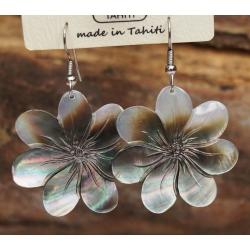 Boucles d'oreilles nacre de Tahiti (fleur)