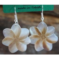 Boucles d'oreilles nacre de Tahiti (petite fleur) N°1
