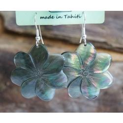 Boucles d'oreilles nacre de Tahiti (petite fleur) N°15