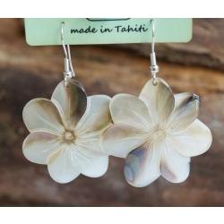 Boucles d'oreilles nacre de Tahiti (petite fleur) N°19