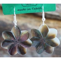 Boucles d'oreilles nacre de Tahiti (petite fleur) N°2