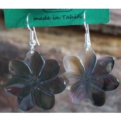Boucles d'oreilles nacre de Tahiti (petite fleur) N°4