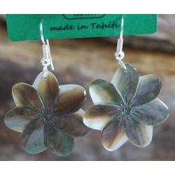 Boucles d'oreilles nacre de Tahiti (petite fleur) N°9