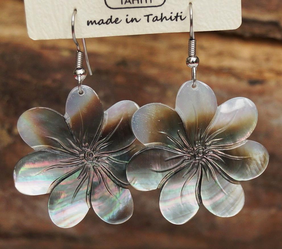 boucles d oreilles en nacre de Tahiti,signé Woïta Prokop ... 36af67128df