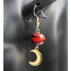 Boucle d'oreille en verre filé rouge et noir